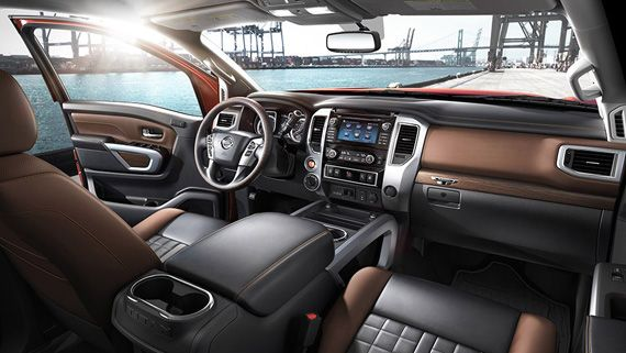 Интерьер пикапа Nissan Titan XD 2016 / Ниссан Титан XD 2016