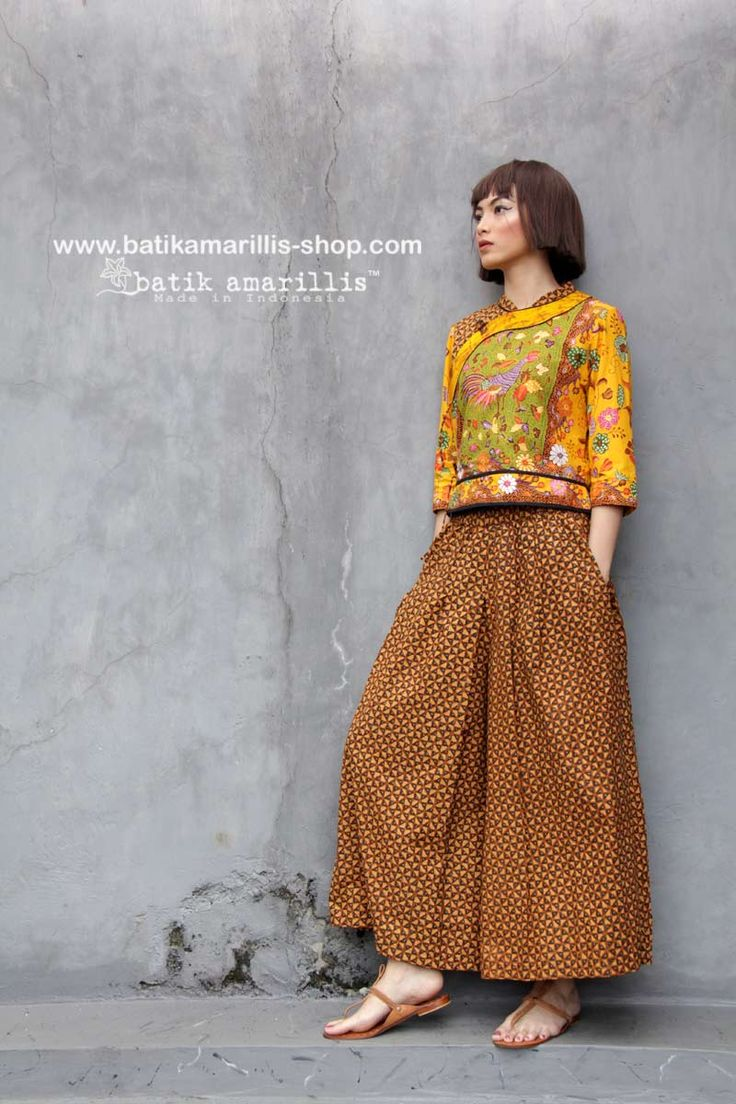 Batik Amarillis made in Indonesia www.batikamarillis-shop.com presents Batik Amarillis's Joyluck In hand drawn batik Alusan cirebon Rooster series & Batik Amarillis's warrior pants