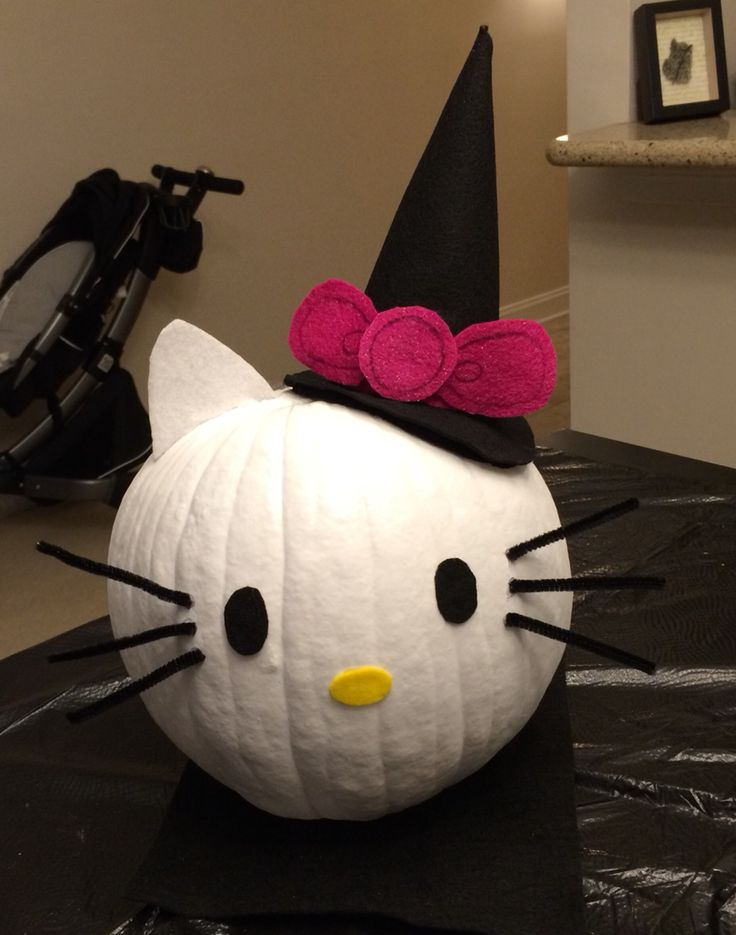 Hello Kitty Pumpkin, spray painted, hat and face hand made of felt, whiskers pipe cleaners, all glued on w/hot glue.
