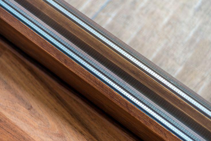 Detalle de piso a juego con puerta de madera  #ventana #ventanademadera #madera #multivi #puertademadera #puerta #cancel #hechoenmexico
