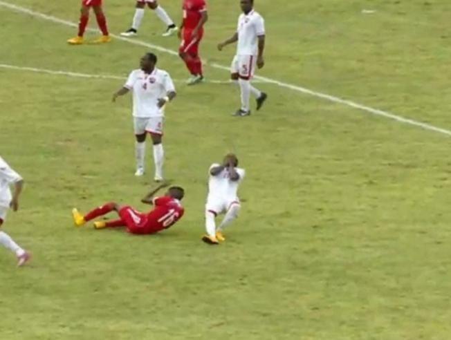 Para simulación descarada, la del jugador de Trinidad y Tobago Akeem Humphrey