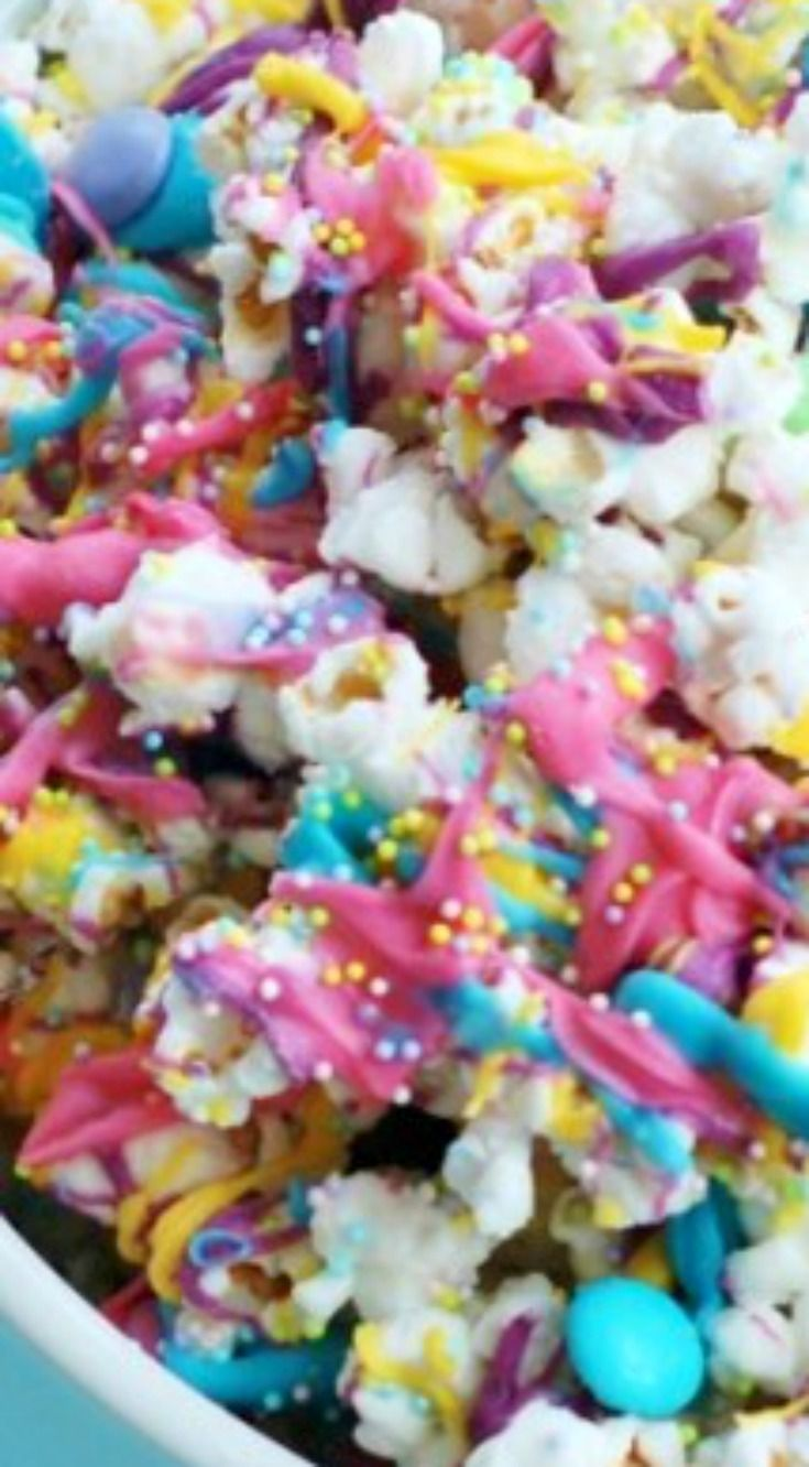 Bunny Bait ~ This Easter White Chocolate Funfetti Popcorn is very easy to make & looks so pretty!