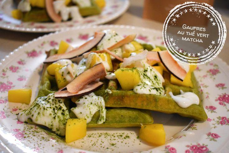Gaufres au thé vert matcha (avec garniture de mangue, yogourt et noix de coco) – Au bout de la langue
