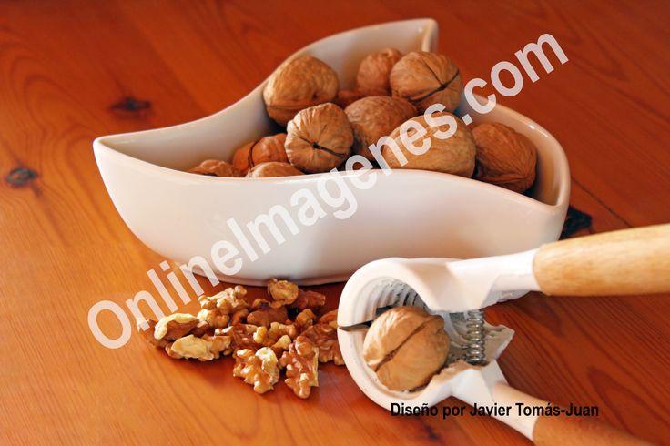 Compra imagen online para informar sobre los beneficios de las nueces en la salud mediante estrategias de marketing de contenidos en páginas webs y redes sociales.