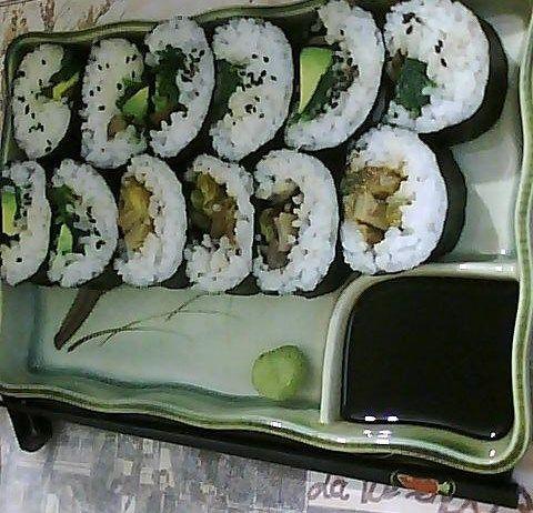 Sushi Vegan. ESPINACA + PALTA + ACEITUNA + SÉSAMO- HONGOS + ACEITUNA + BERENJENA