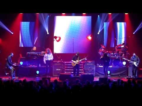 Steve Hackett - Carpet Crawlers with Ray Wilson (Glasgow May 2013) - YouTube