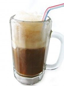 Fat-Free Root Beer Float (2 pts)- So simple to make since it only has 2 ingredients! It's one of the rare times something yummy and sweet is also so low in calories and zero fat! Each float, 90 calories, 0 grams of fat and only 2 Weight Watchers POINTS PLUS. Have fun skinny sipping! http://www.skinnykitchen.com/recipes/fat-free-root-beer-float/