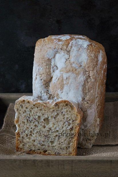 Chleb pszenno-żytni z ziarnami na zakwasie
