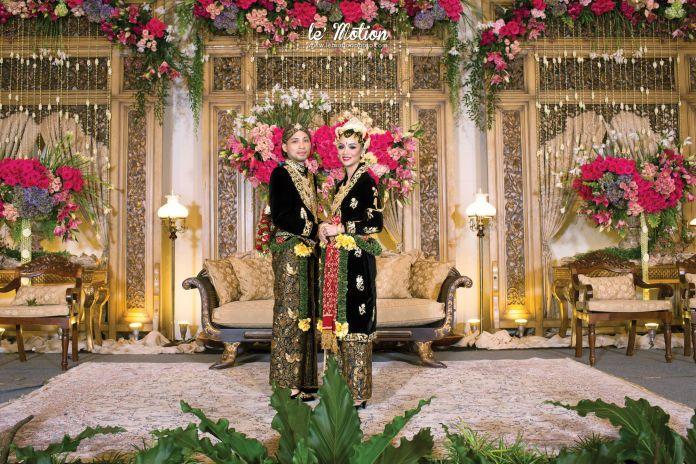 Indonesian traditional wedding | Ucha & Ajiv Wedding - Jawa Wedding by Le Motion | http://www.bridestory.com/le-motion/projects/ucha-ajiv-wedding1444105657