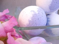 How to make your own #DIY bath bombs + recipe. Popular essential oils to use: peppermint, vanilla, chamomile and lavender.