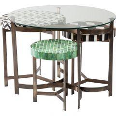 Een vierdelige eetkamerset van Kare Design met een mooie glazen tafel.