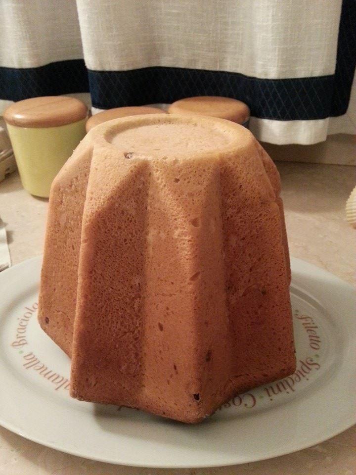 Pandoro Bimby, ecco la ricetta spiegata passo passo per realizzarlo facilmente con le nostre mani :) Ingredienti per un pandoro da 1 kg: 1 cubetto di...