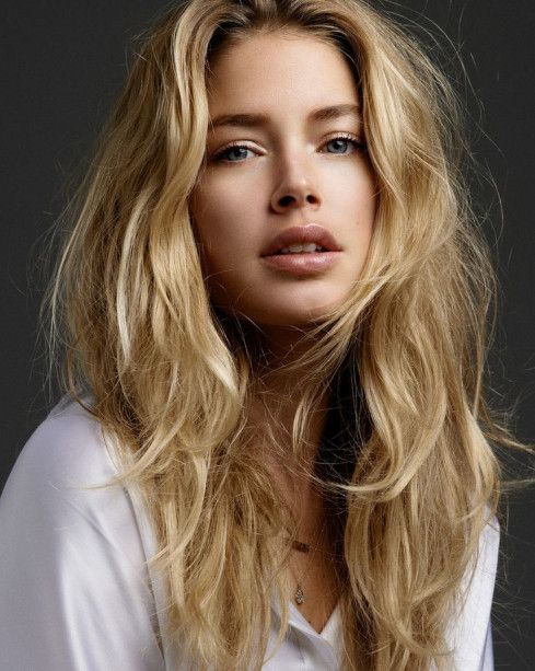 Sandy blonde highlighted with long layers - Doutzen Kroes