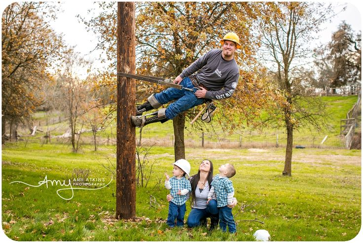 Sacramento Family Photographer Amy Atkins Photography www.amyatkinsphotography.com  For all you linemen out there! Here are some fun lineman photo ideas for your family photos next year!