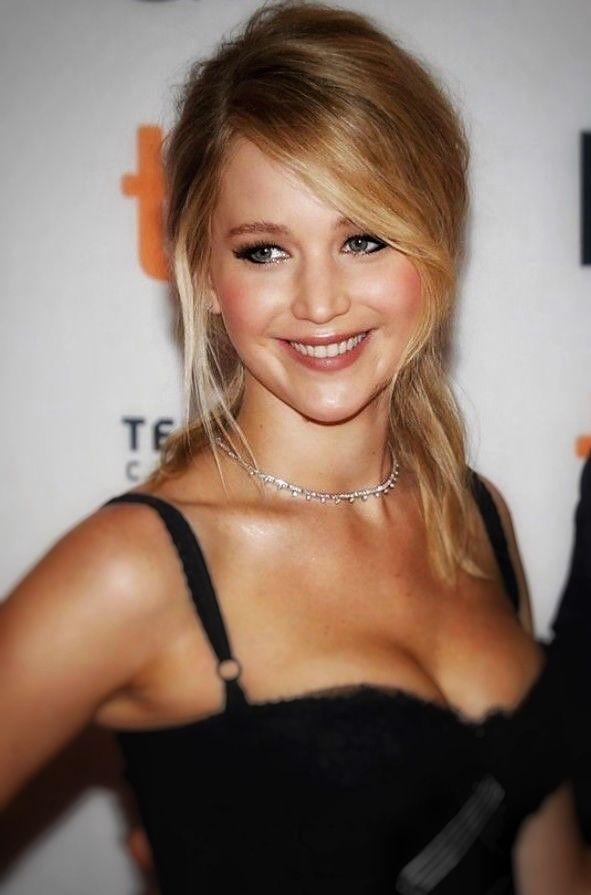 Stunning Jennifer Lawrence captivating smile