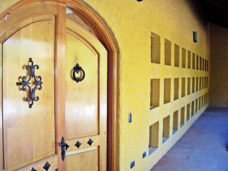 La puerta principal, estilo mexicano.