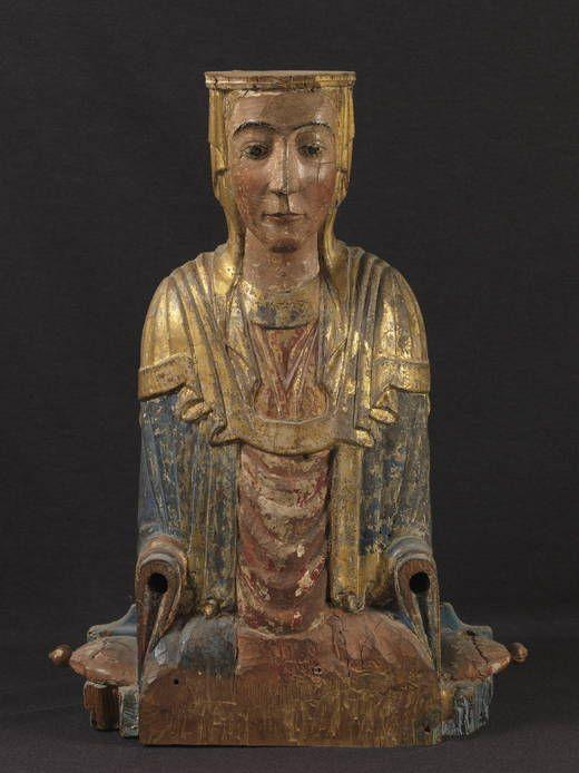 Anónimo. Virgen en el trono. 63 cm x 50 cm x 20 cm - 9 kg. Finales del siglo XII