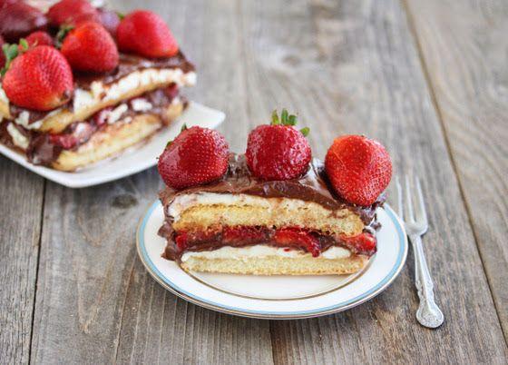Γλυκό+ψυγείου+με+φράουλες+και+Nutella+χωρίς+ψήσιμο