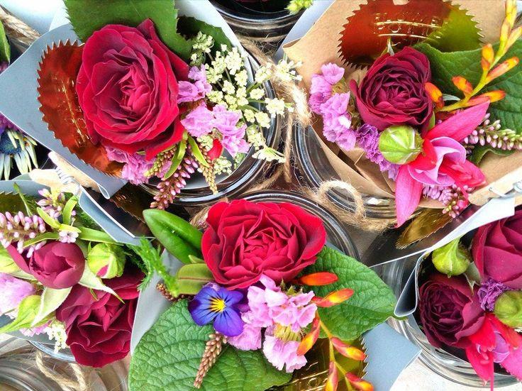 flowerpotts.co.nz Florist Hawera Bouquets Miniature Cute Roses Red