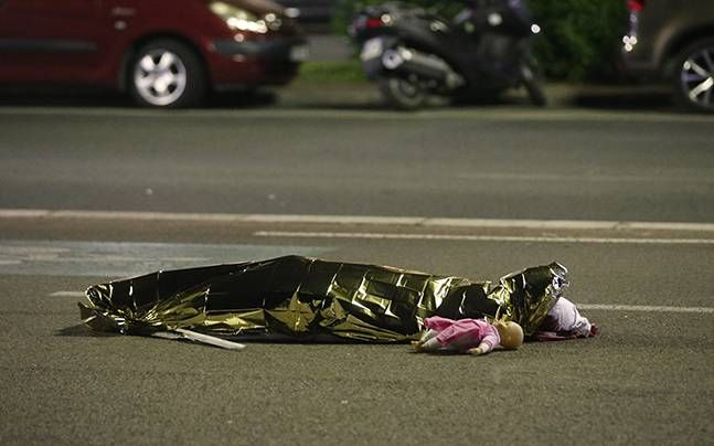 France terror attack: 80 killed, over 100 injured in Nice after terrorist drives truck through large crowd