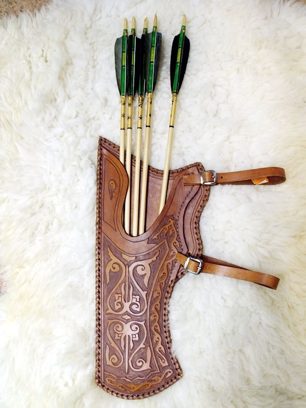 Traditional archery quiver