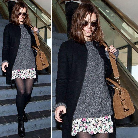 Jupe fleurie et ample + pull gris + manteau noir + collants opaques et bottines noirs + sac à main marron !