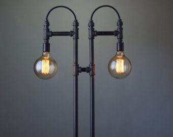 Industrial Light Riemenscheibe Lamp Table von newwineoldbottles