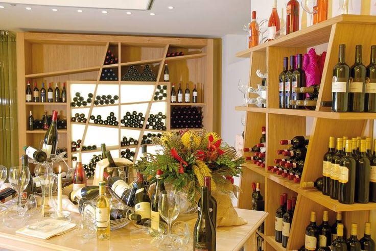 Bardolino Wine Festival = 1 nuit gratuite Du 27.09 au 12.10.2014 : Profitez de l\'atmosphère unique du Winefestival Bardolino qui aura lieu du 02.10 jusqu\'au 06.10.2014, réservez un séjour au Color Hotel pour un minimum de 6 nuits dans une de nos chambres ou suites ... et vous recevrez une nuit tout à fait gratuitement! * Offre soumise à des restrictions. L'offre spéciale ne peut pas être combinée avec autres.