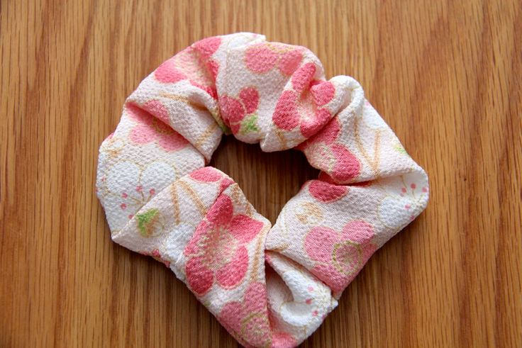 Another scrunchy! Light colours, easy to pair up! #japanese #hair #accessories http://www.j-accessories.com/store/p44/Scrunchie_-_White_%26_Pink.html