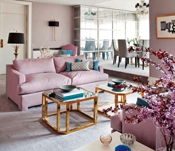Bequemes Sofa In Rosa Farbe Und Blauen Motiven