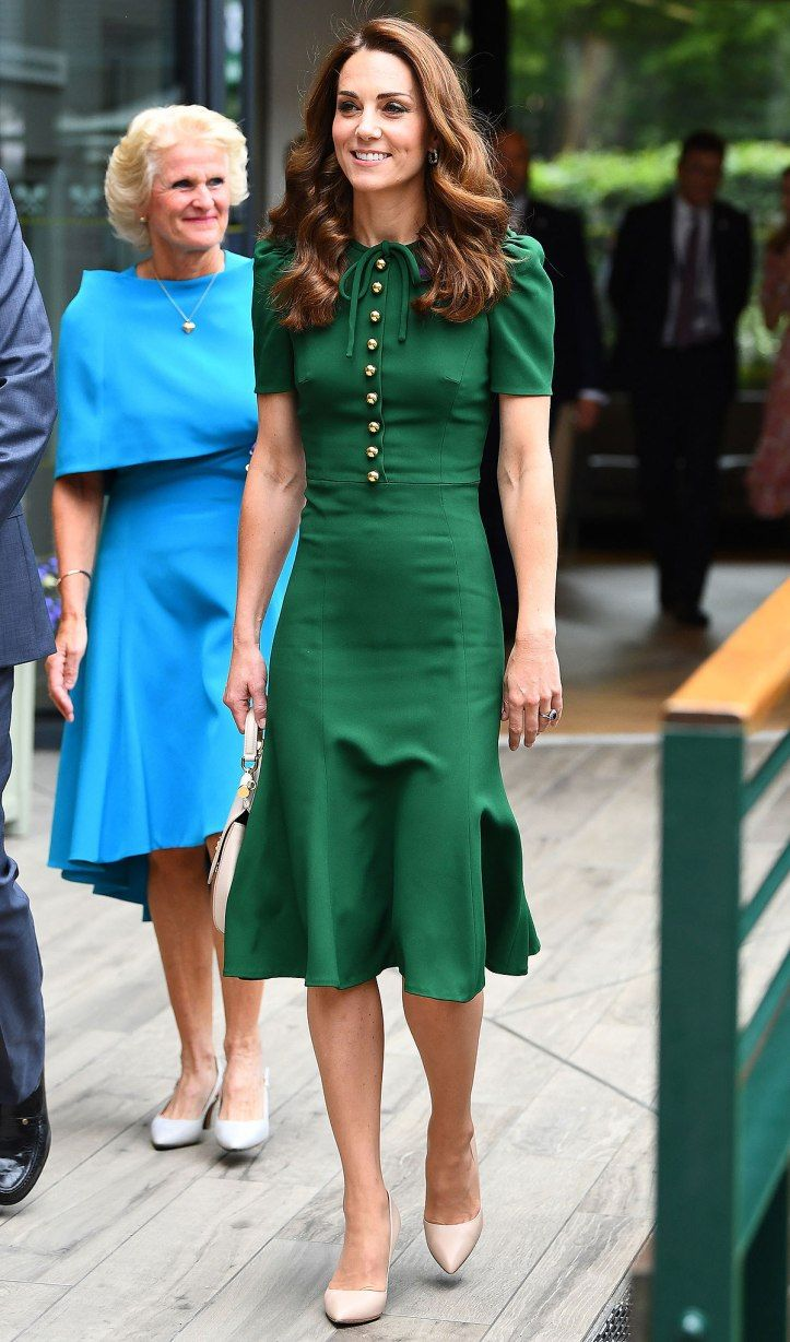 Kate Middleton Jennifer Lopez And More Celebs Are Already Rocking Fall S Biggest Dress Tren Kate Middleton Style Outfits Kate Middleton Style Middleton Style