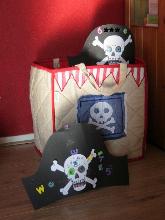 Knutsel een piratenhoed voor een partijtje!  http://www.benjaminbengel.com/knutselen/1101392-piratenhoeden.html#