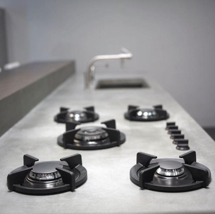 Pitt Cooking kookplaat verwerkt in betonnen aanrechtblad