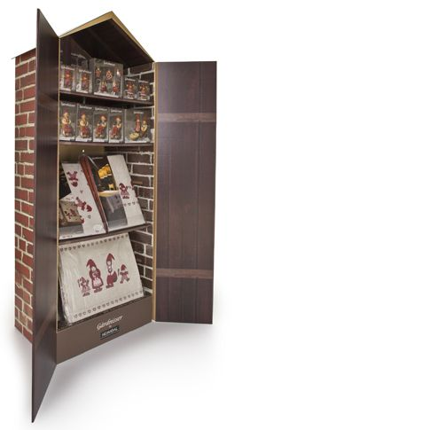Floor display with giant barn doors. The display creates the scene for the products which are elves living on a farm.