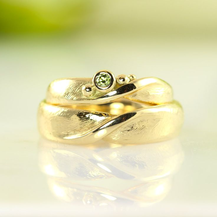 Castens - Moebius bands - endless wedding rings with green diamond