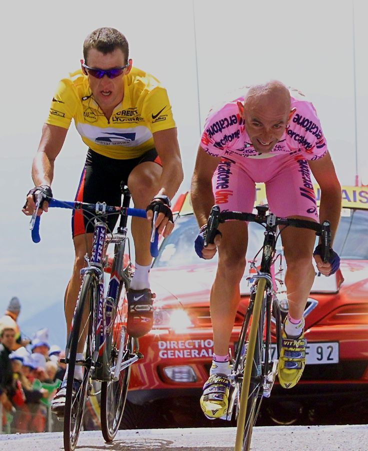 Lance Armstrong letting Marco Pantani win on the Mont Ventoux during the Tour de France in 2000. Marco wasn't happy. via http://magikdatzozeggen.files.wordpress.com/