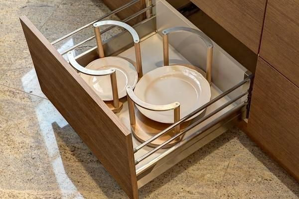 Kitchen crokery home inspiration design architecture głębokie szuflady kuchenne