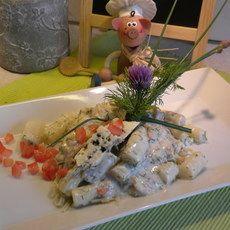 Recept: Asperges met pasta, zalm in een dille sausje! Tomaten concasse zijn in blokjes gesneden ontvelde tomaten.