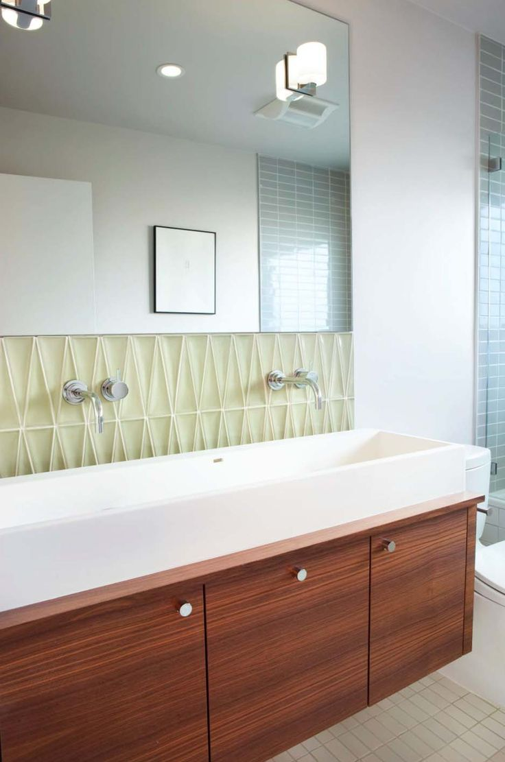 Mid-Century Modern Bathroom Ideas-22-1 Kindesign. Love both of the tiles.