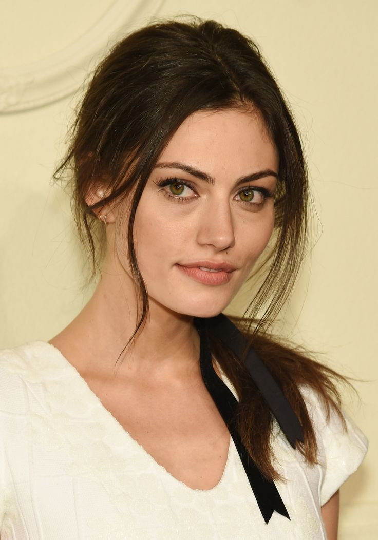 Phoebe Tonkin proves low ponies and ribbons are totally cute on adults too.