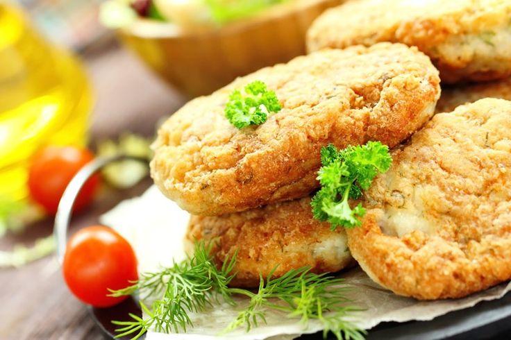 Le cotolette di pollo ripiene di zucchine e mozzarella sono un secondo sfizioso e molto particolare, perfetto per grandi e bambini. Ecco la ricetta