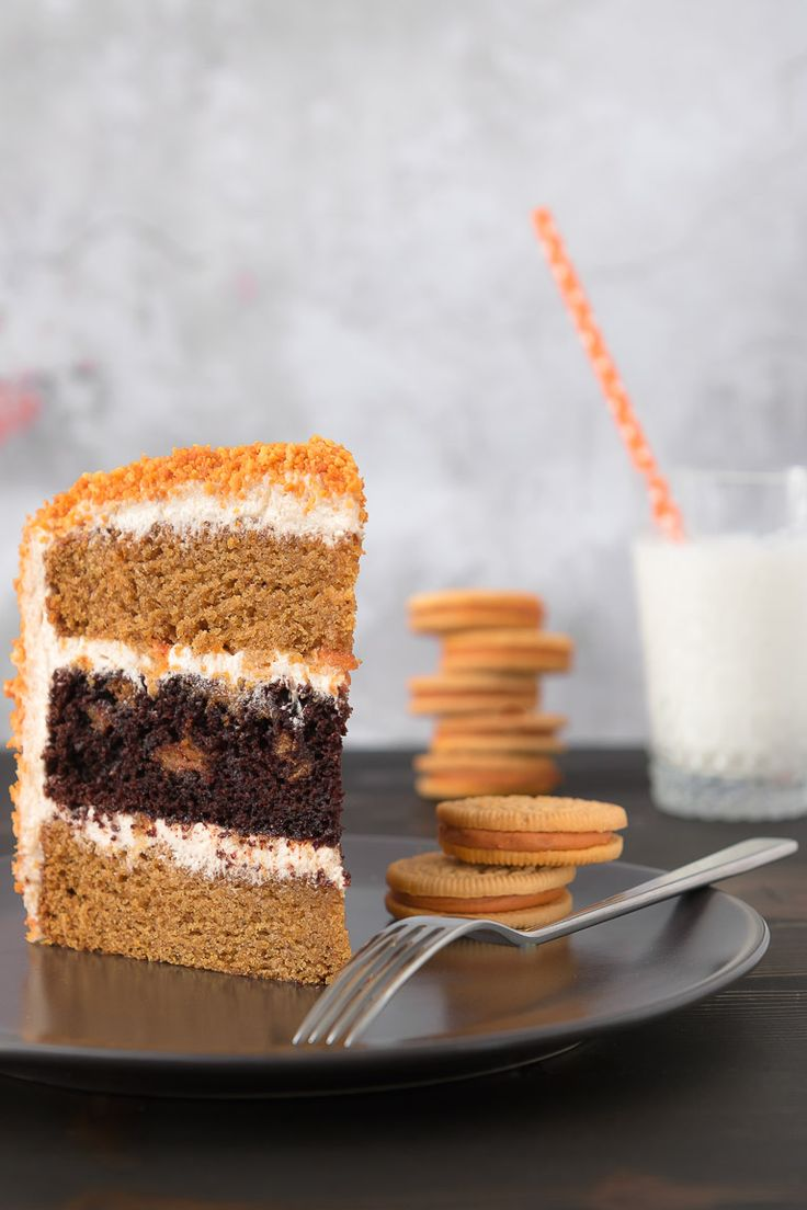 Chocolate & Pumpkin Oreo Cake with Brown Butter Cinnamon Spice Cream Cheese Frosting.