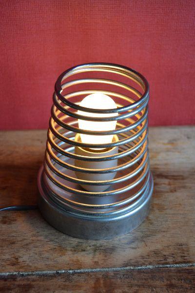 """Lampe de table """"ressort"""" 45,00 € Diffuseur en tube d'acier chromé à ressort H13 cm D11 cm"""