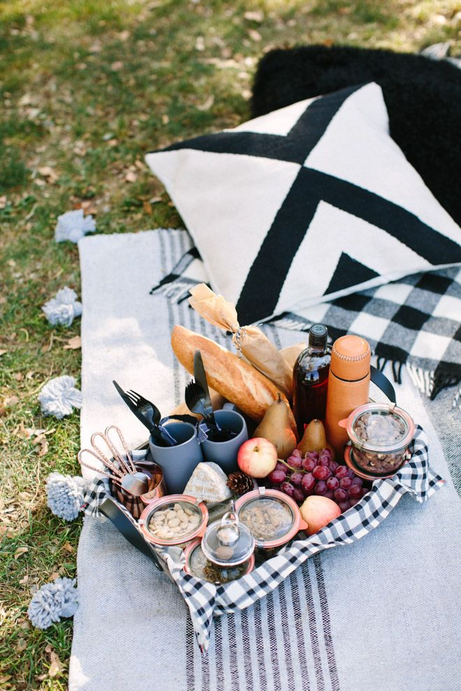 The perfect outdoor picnic for autumn!