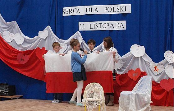 Serca dla Polski – 11 listopada | Szkoła Podstawowa w Dąbrówce