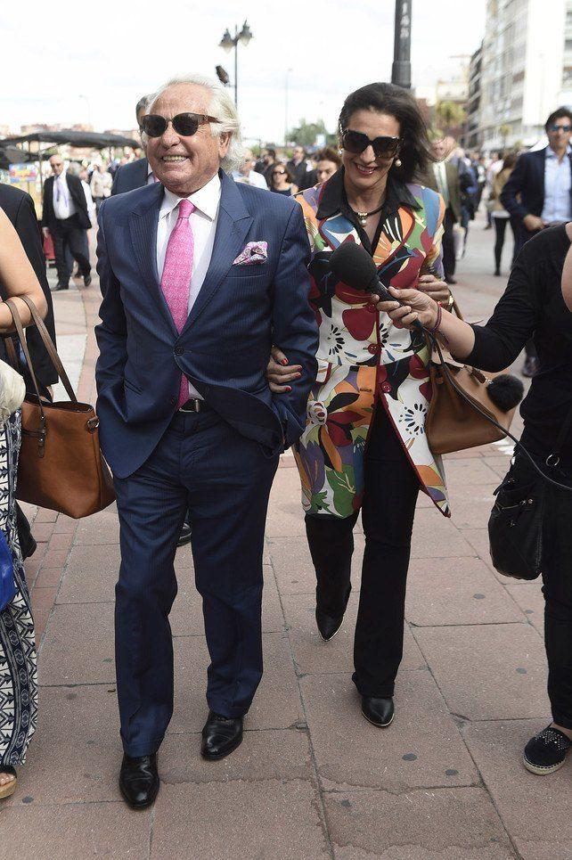 Palomo Linares y Concha Azuara acuden a la plaza de toros de Las Ventas