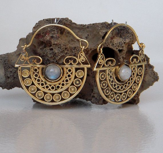 Een messing Hoop Earring / Rainbow Moon Stone Brass Hoop door Shlok