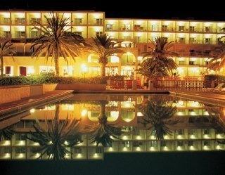 Nautico Ebeso Hotel pool at night: http://www.hotelpeeps.com/ibiza/nautico-ebeso/47884