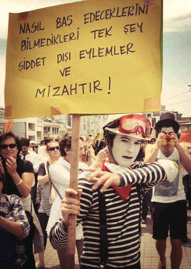 Taksim Gezi Parkı Direnişinde günün pankartı
