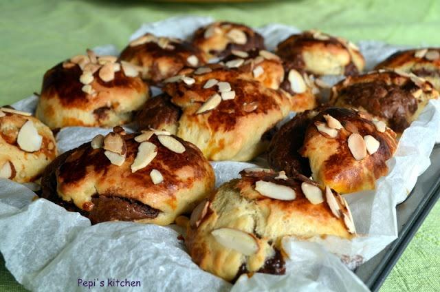 Τσουρεκομάφινς http://pepiskitchen.blogspot.com/2012/05/blogo-23-muffins.html